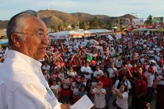 El candidato González Cuevas continua estos últimos días con su campaña la cual llega a su fin con un cierre en la ciudad de La Paz, donde se congregarán los priistas en el Parque Revolución.