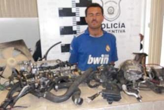 Lo agarraron en carro robado… cargado de refacciones de dudosa procedencia