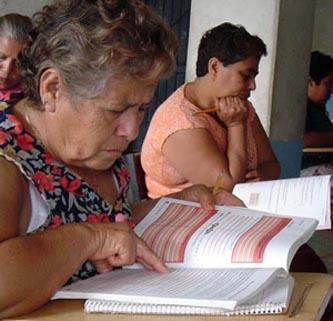 Atiende el INEA a más de 2.4 millones de adultos a nivel regional