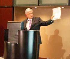 Presenta AMLO plan para la defensa de la democracia y dignidad