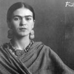 Durante su vida, Frida creó unas 200 pinturas, dibujos y esbozos. Pintó 143 pinturas, 55 de las cuales son autorretratos.