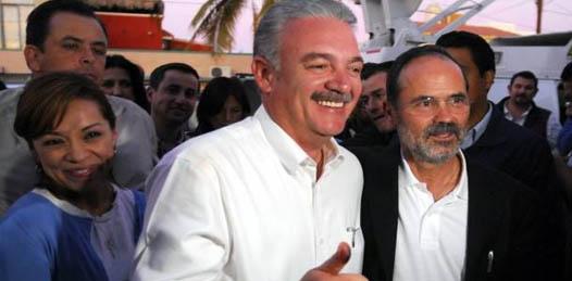 """Sobre su relación con el próximo presidente de la República, Enrique Peña Nieto, dijo ser cordial, """"buena"""", y que el apoyo del gobierno federal dependerá de """"la voluntad de nuestro gobierno de trabajar coordinadamente""""."""