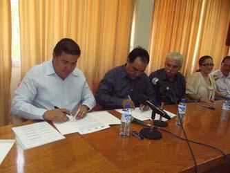 """Firman UABCS y el Hospital Salvatierra"""" convenio de subrogación de servicios médicos"""