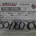 """El documento obtenido, presuntamente del H. Ayuntamiento de Loreto, BCS, un """"permiso provisional de 30 días"""" para circular sin placas, al día siguiente en una revisión fue detectado como falso, como de """"una burda manufactura""""."""