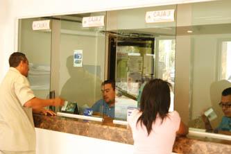 Actualmente el OOMSAPASLC enfrenta una cartera vencida superior a los 160 millones de pesos, por ello se han establecido una serie de acciones para disminuirla, entre ellas signar un convenio con las tiendas OXXO para que los usuarios paguen sus servicios en el establecimiento más cercano a su domicilio.