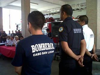 Entrega ayuntamiento 100 uniformes a bomberos de CSL
