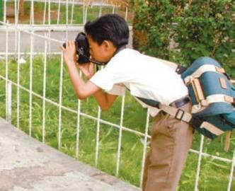 Se podrá participar con dos o tres fotografías individuales, que podrán ser tomadas en formato digital o análogo,  a color o blanco y negro. Deberán ser inéditas y presentarse impresas listas para exhibición, montadas en una base rígida. El tamaño de cada imagen no debe exceder 100 centímetros en ninguno de sus lados.