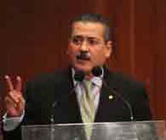 El ex mandatario de Sonora fue elegido por unanimidad; Emilio Gamboa encabezará a los priístas en el Senado.