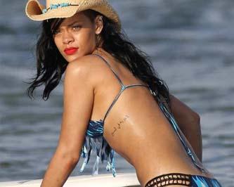 A Rihanna la despidieron por pasarse de sexosa