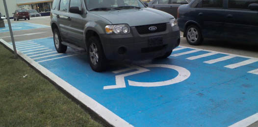 """Invitan a tramitar el tarjetón en el ISAPD. Multarán a quien se estacione sin él en los """"cajones azules"""""""