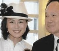 """Según el diario español ABC, Cecil Chao, dueño de una empresa inmobiliaria y con 76 años de edad, hizo pública la oferta de conceder una """"bonificación matrimonial""""  a cualquier persona que lograra casarse con su hija Gigi."""