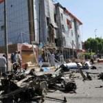 Diversos ataques por todo el país, incluyendo un coche bomba frente a un edificio consular francés, avivan la violencia sectaria.