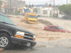 Caos vial dejan las lluvias