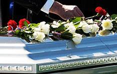 Apareció, vivo, en su funeral
