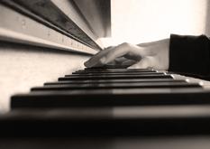 Exhibición que aguanta un piano