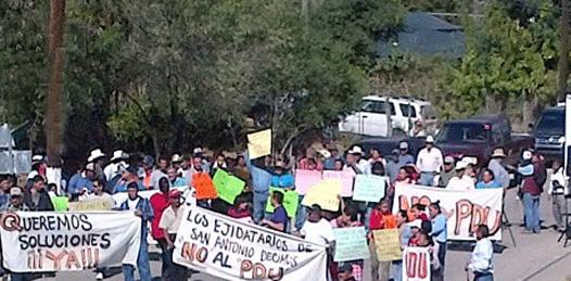 Bloquean carretera habitantes de San Antonio simpatizantes de la minera
