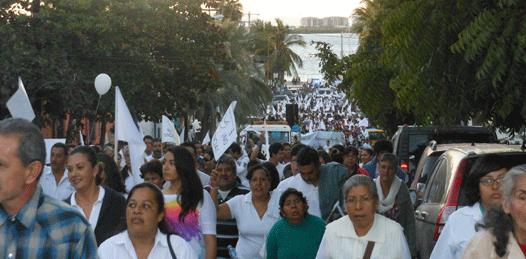 Católicos marchan por La Paz