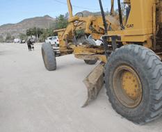 Realiza servicios Públicos rastreo y nivelación de calles