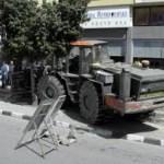 Hombre amenaza entrar en banco con excavadora