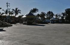 Plaza pública convertida en parque de diversiones