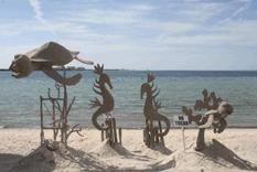 Exponen figuras de arena en el malecón