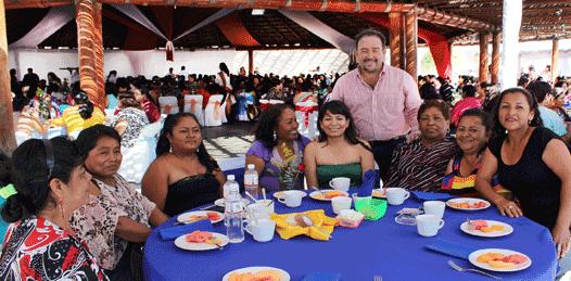 Celebra Ayuntamiento a mamás trabajadoras