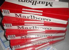 6 mil cajetillas de cigarros y 7 mil pesos se llevaron de un almacén
