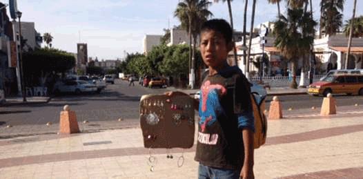 """Autoridades """"reconocen la problemática"""" de niños vendedores callejeros"""