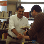 El director del ITAIBCS hizo entrega de los ejemplares al coordinador Estatal de Bibliotecas, Christopher Amador Cervantes.