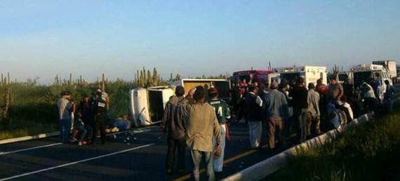 En el percance resultaron lesionadas 19 personas, incluido Rodolfo Dimas Cárdenas, chofer del camión Hyundai.