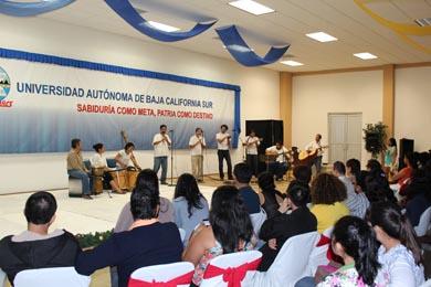 Clausura UABCS sus talleres artístico-culturales