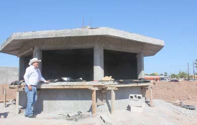 Supervisa Alcalde construcción del parque en La Laguna