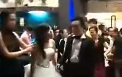 Llegó de blanco y embarazada a la boda