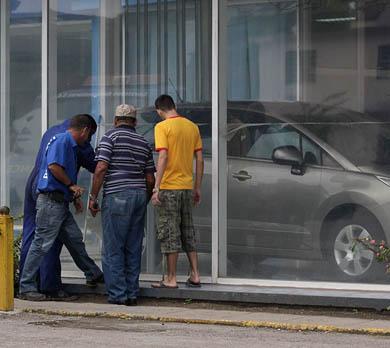 Podrán los cubanos comprar autos nuevos