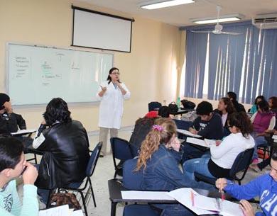Imparten curso de nivelación a estudiantes de Biología Marina