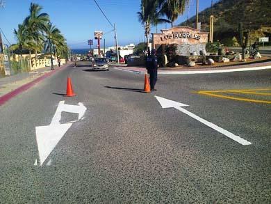Pintan señalamientos viales en Los Barriles