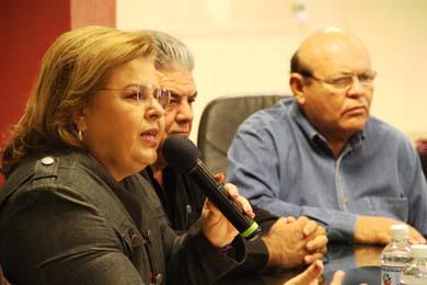 Firman Alcaldesa Esthela Ponce y Sindicato pliego petitorio