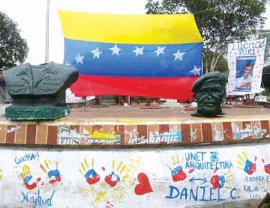 «Decapitan» a Chávez y van por Maduro