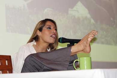 Ofreció Adriana Macías conferencia para padres
