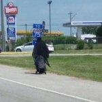 mujer de negro