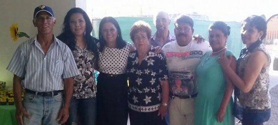 """El Comité Ciudadano """"Unión de Colonos, Posesionarios y Avencidados  del Pueblo de Chametla"""" está integrado por Margarita González Carrasco, Adriana Araceli Barajas, María Elena Suárez, Griselda Chávez y Armando Sepúlveda."""