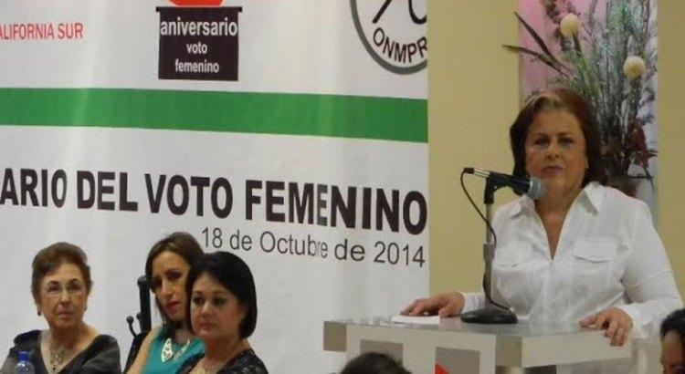 Conmemoran 61 aniversario de voto de la mujer