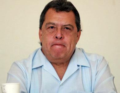 Angel Aguirre pide licencia