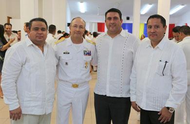 Asiste Barroso a graduación de pilotos de la marina
