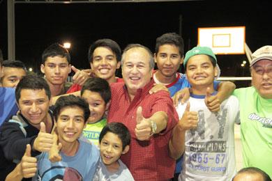 Entrega Alcalde parque en colonia Costa Azul