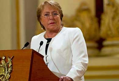 Pide Bachelet la renuncia a todo su gabinete