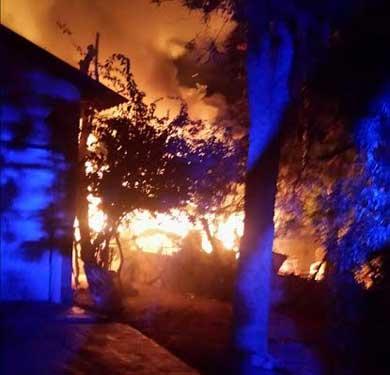 Acabaron las llamas con residencia del malecón