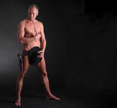 Hace campaña … desnudo