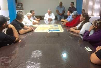 Recibe Alcalde a comisión de profesores paristas