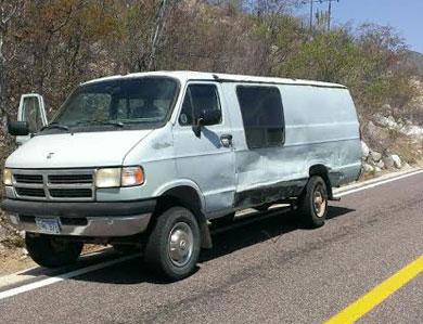 Encontronazo entre una van y un pickup